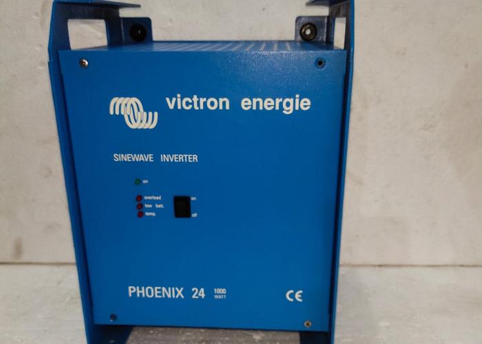 VICTRON ENERGIE PHOENIX 24   INVERTER